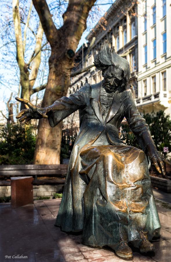 Franz Liszt Statue in Franz Liszt Ter Budapest, HungaryzSf