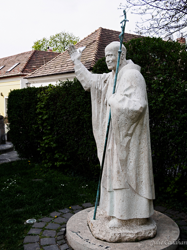 Szentendre statue to John paul the second