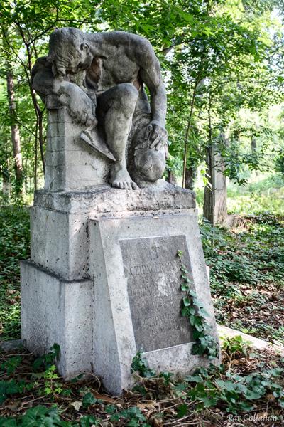 Kerepsi Cemetery Budapest Hungary Mason Statue