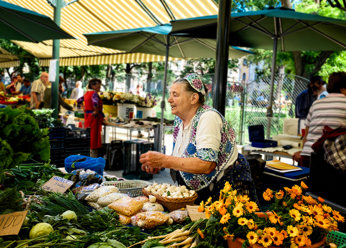 Grandmotherly vendor at Hunyadi market in Budapestdmomt