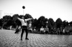 Juggler entertaining at Belleville parc in paris