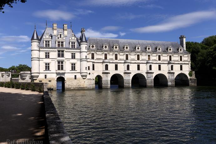 Chateau de Cheonceau as a bridge