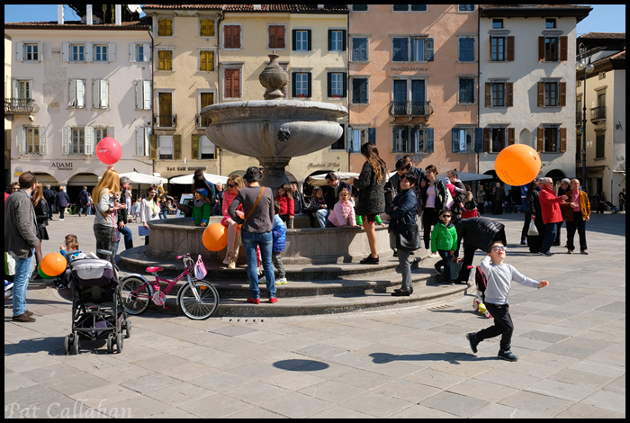 Udine-Families at the Square